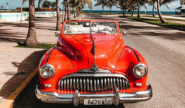 karryon-cuba-car-by-the-ocean